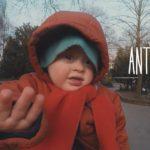 Antonin, 2 ans, explore le monde