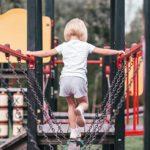 Mon enfant de 2 ans ne va pas vers les autres au parc