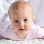 À 6 mois, mon bébé ne tient pas sa tête