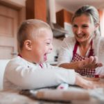 Vacances d'été avec un enfant en situation de handicap : nos experts répondent à vos questionnements